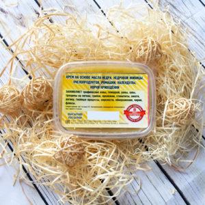 Крем на основе масла кедра, кедровой живицы, пчелопродуктов, ромашки, календулы, корня криводенки